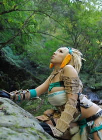 nonsummerjack_sexy_blonde_hunter_01